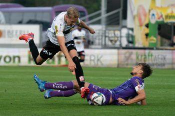 """<p class=""""caption"""">Noah Bischof im Zweikampf gegen Christopher Cvetko. Foto: Stiplovsek</p>"""