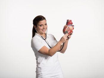 """<p class=""""caption"""">Ob in einem Krankenhaus oder in einer Betreuungseinrichtung: Die Einsatzmöglichkeiten der Pflegekräfte sind vielfältig.</p>"""