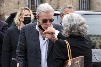 <p>Paris. Abschied: Der 85-jährige Alain Delon (Bild oben) und Pierre Richard (Bild unten, 87 Jahre) erweisen Jean-Paul Belmondo die letzte Ehre.</p>