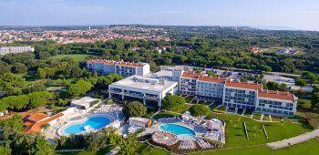 """<p class=""""title"""">               Park Plaza Belvedere****             </p><p>Das zentral gelegene Familienhotel bietet ein tolles Sport- und Unterhaltungsprogramm, liegt direkt am flachabfallenden Strand und in Gehentfernung zum Ort Medulin. Mit Frühstück gibt es hier eine Woche Erholung am 11. September ab 943 Euro, am 18. September ab 843 Euro und am 25. September ab 710 Euro pro Person.</p>"""