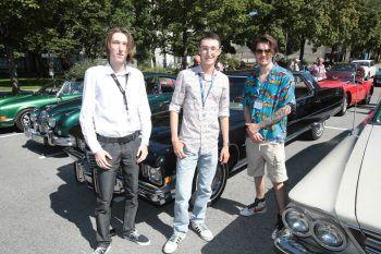 """<p class=""""caption"""">Timon und Julian Abderhalden, David Weder mit 72er Cadillac Fleetwood.</p>"""