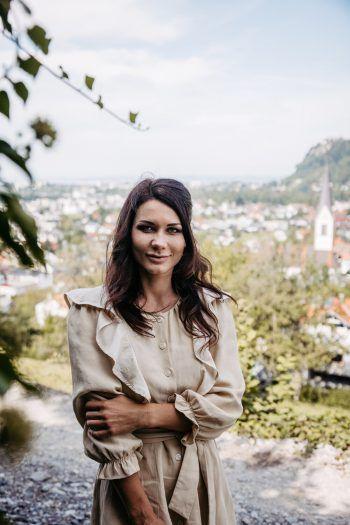 Vom Schloss aus hat Valeria einen tollen Ausblick auf die Marktgemeinde Wolfurt. Foto: Sams