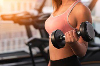 """<p class=""""title"""">               Workouts zu Hause oder im Gym             </p><p>Wer nicht gerne bei Wind und Wetter im Freien Sport machen möchte, für den bieten sich Home-Workouts oder der Gang ins Fitnessstudio an.</p>"""