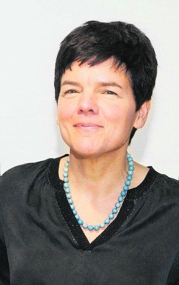 """<p class=""""title"""">               Zur Person: Dr. Maria-Katharina Veraar             </p><p>Alter, Wohnort, Familienstand: geb. 1963 in Wien; Bregenz; verheiratet, zwei Kinder</p><p>Ausbildung/Funktion: Fachärztin Psychiatrie und psychotherapeutische Medizin sowie Kinder- und Jugendpsychiatrie, ab 2003 ärztliche Leitung Primariat der Erwachsenenpsychiatrie (kinder- und jugendpsychiatrische Station eingegliedert), seit 2014 Leiterin der neuen Kinder- und Jugendpsychiatrie im LKH Rankweil</p>"""