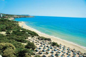 """<p class=""""caption"""">Angenehme Badetemperaturen am schönsten Sandstrand Zyperns.</p>"""