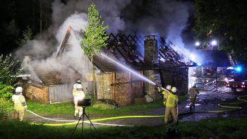 Bei den Löscharbeiten waren die Feuerwehren Wolfurt und Bildstein im Einsatz. Fotos: Maurice Shourot