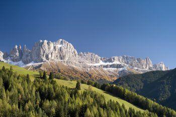 Der Rosengarten, ein Bergmassiv in den Dolomiten von etwa acht Kilometern Länge, erstreckt sich vom Schlernmassiv im Norden bis zum Karerpass im Süden. Fotos: handout/Weiss Reisen/stock.adobe/Clemens Zahn/kab-vision-Fotolia