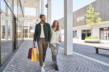 """<p class=""""caption"""">Die Shopping-Tour in die Outletcity Metzingen ist ab sofort unter www.sunshine-tours.at buchbar.</p>"""