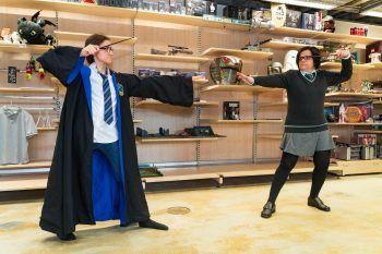 """<p class=""""caption"""">Duell der Magierinnen: Haus Ravenclaw gegen Haus Slytherin.</p>"""