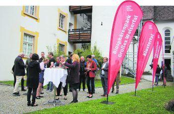 Gemütliches Networken am Tourismustag Alpenregion.