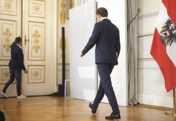 <p>Gestern. Rücktritt: Kurz tritt zurück und wechselt als Klubchef der ÖVP in den Nationalrat. Als seinen Nachfolger schlägt er Außenminister Alexander Schallenberg (ÖVP) vor.</p>