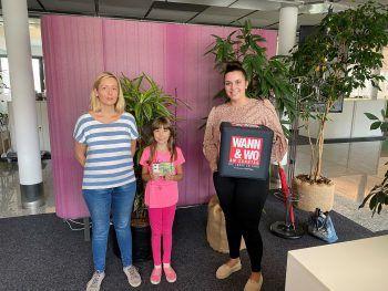 """<p class=""""caption"""">Heike und ihre Tochter Carina mit Medien-beraterin Katja Rauch.</p>"""