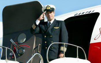 """<p class=""""title"""">John Travolta</p><p>Der Schauspieler besitzt nicht nur fünf Flugzeuge, sondern auch ein Haus an einer Start- und Landebahn in Florida. Travolta fliegt schon seit 1989 und darf sogar die großen Maschinen Boeing 707 und Boeing 747 steuern.</p>"""