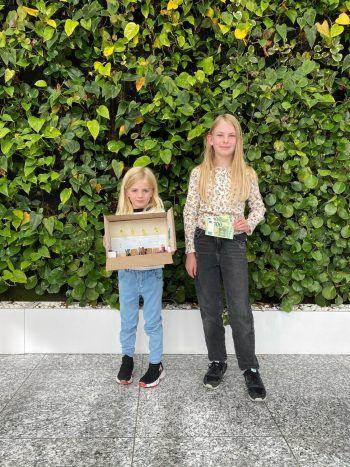 """<p class=""""caption"""">Jolina und ihre Schwester brachten die tolle Bastelei mit – danke für die Mühe!</p>"""