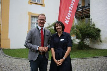 "<p class=""caption"">Landesrat Christian Gantner mit Kerstin Biedermann-Smith.</p>"