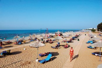 "<p class=""caption"">Neu im Programm: das Top-Hotel ""Anissa Beach & Village"".</p>"