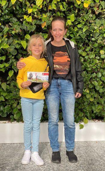 "<p class=""caption"">Selina darf sich um 300 Euro bei Panto Outdoor etwas kaufen.</p>"