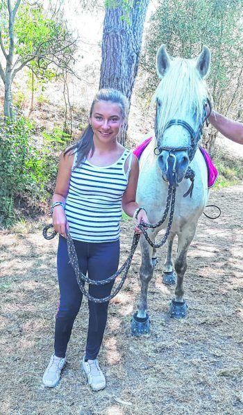 "<p class=""caption"">WANN & WO-Patenkind Diliara liebt Pferde. Fotos: privat</p>"