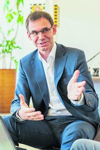 """<p class=""""title"""">               Zur Person: LH Markus Wallner             </p><p>Alter, Wohnort: 54, Frastanz</p><p>Politische Funktionen, u.a.: Landeshauptmann von Vorarlberg seit 2011, Landesparteiobmann seit 2012, Klubobmann der ÖVP-Landtagsfraktion im Vorarlberger Landtag von 2003 bis 2006</p><p>Familienstand: verheiratet, drei Kinder</p>"""